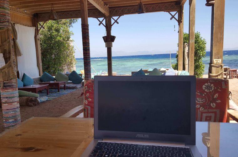 laptop meer dahab